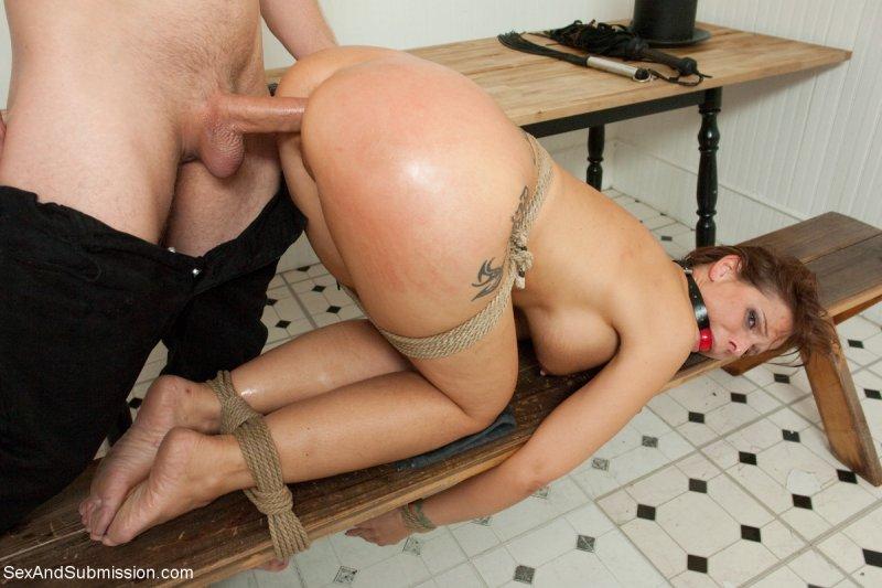 порно связанная девушка раком участники участницы момент