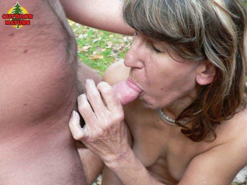 Фото старых женщин порно минет этом
