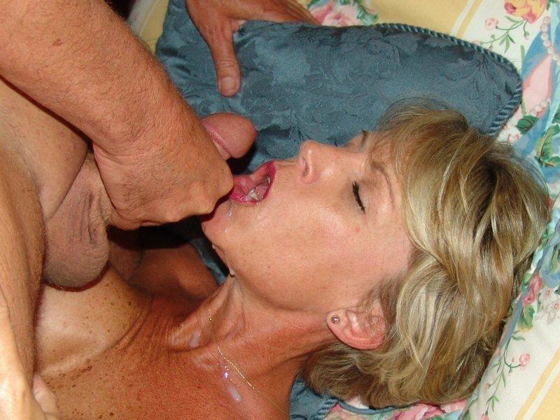 Фото сперма зрелых рту женщин во